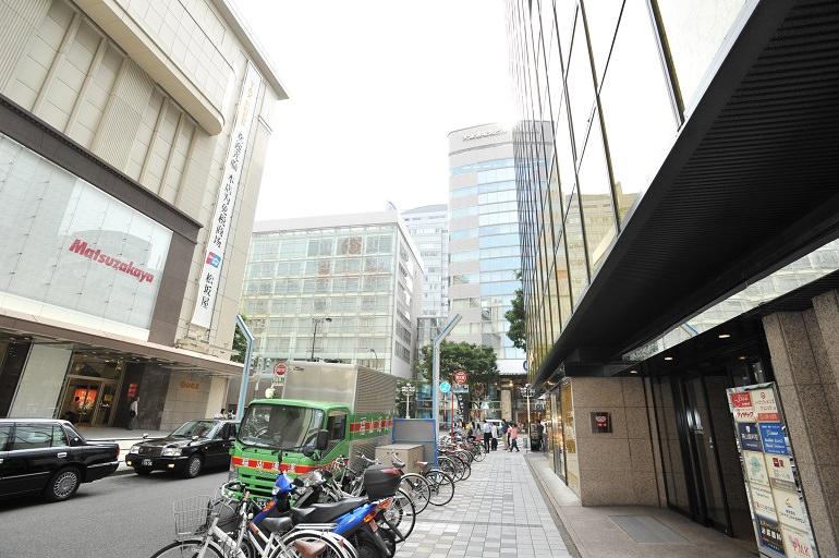 松坂屋本館北側向かいに入口があります